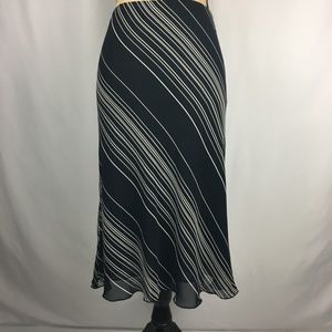 Dresses & Skirts - Black & White Midi skirt Sz 6